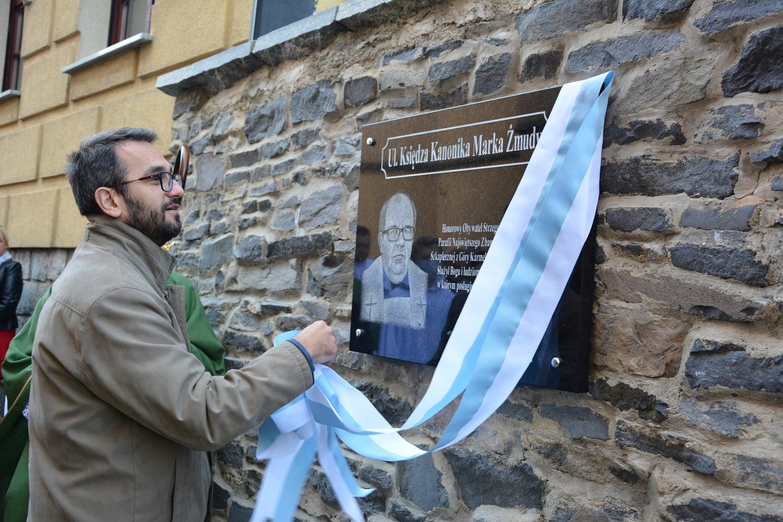 Pamiątkowa tablica i nazwa ulicy dla uczczenia pamięci ks. kanonika Marka Żmudy [FOTO+WIDEO]