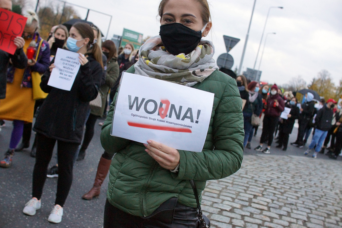 Protest w Strzegomiu po orzeczeniu TK [FOTO + FILM]