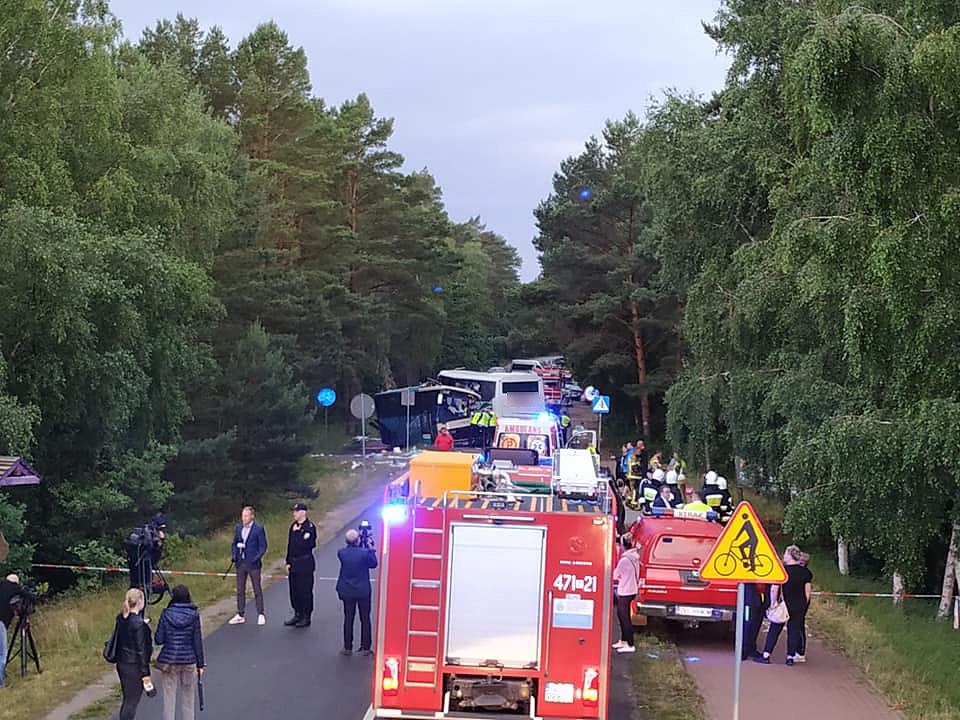 Wypadek świdnickiego autokaru w Dźwirzynie. 14 osób rannych [FOTO]