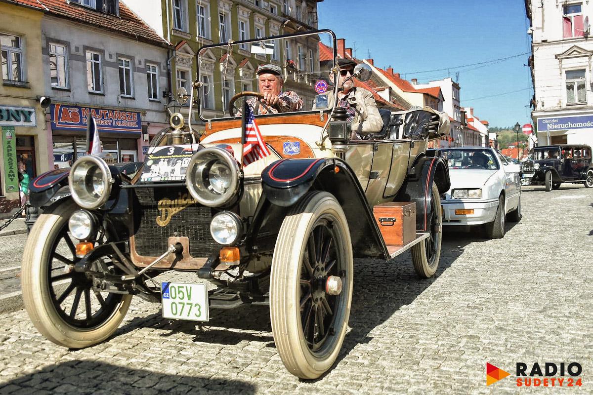 Oldtimery na świebodzickim Rynku [FOTO]