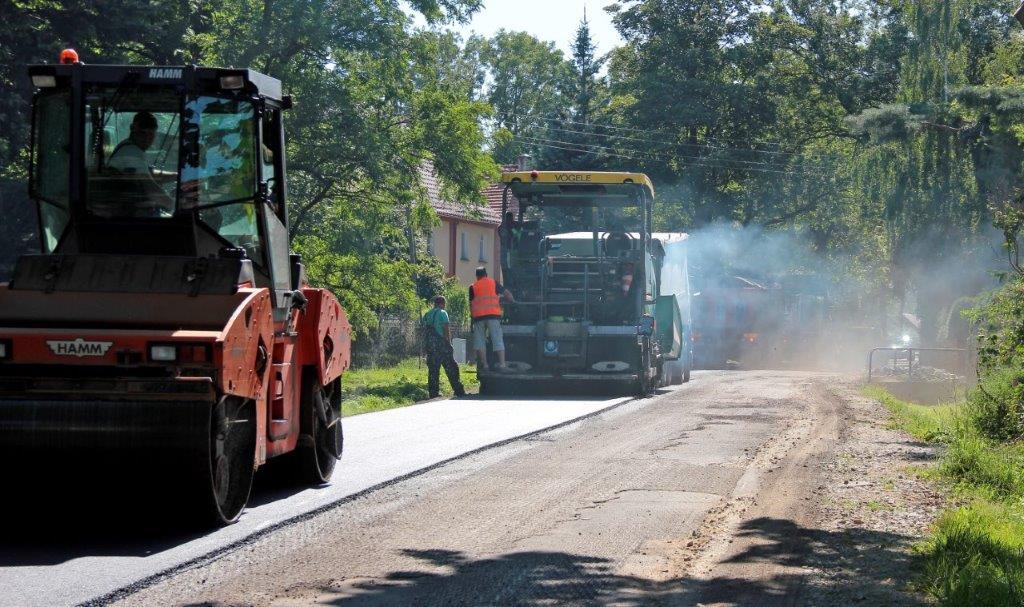 Trwa remont dróg powiatowych w gminie Dobromierz [FOTO]