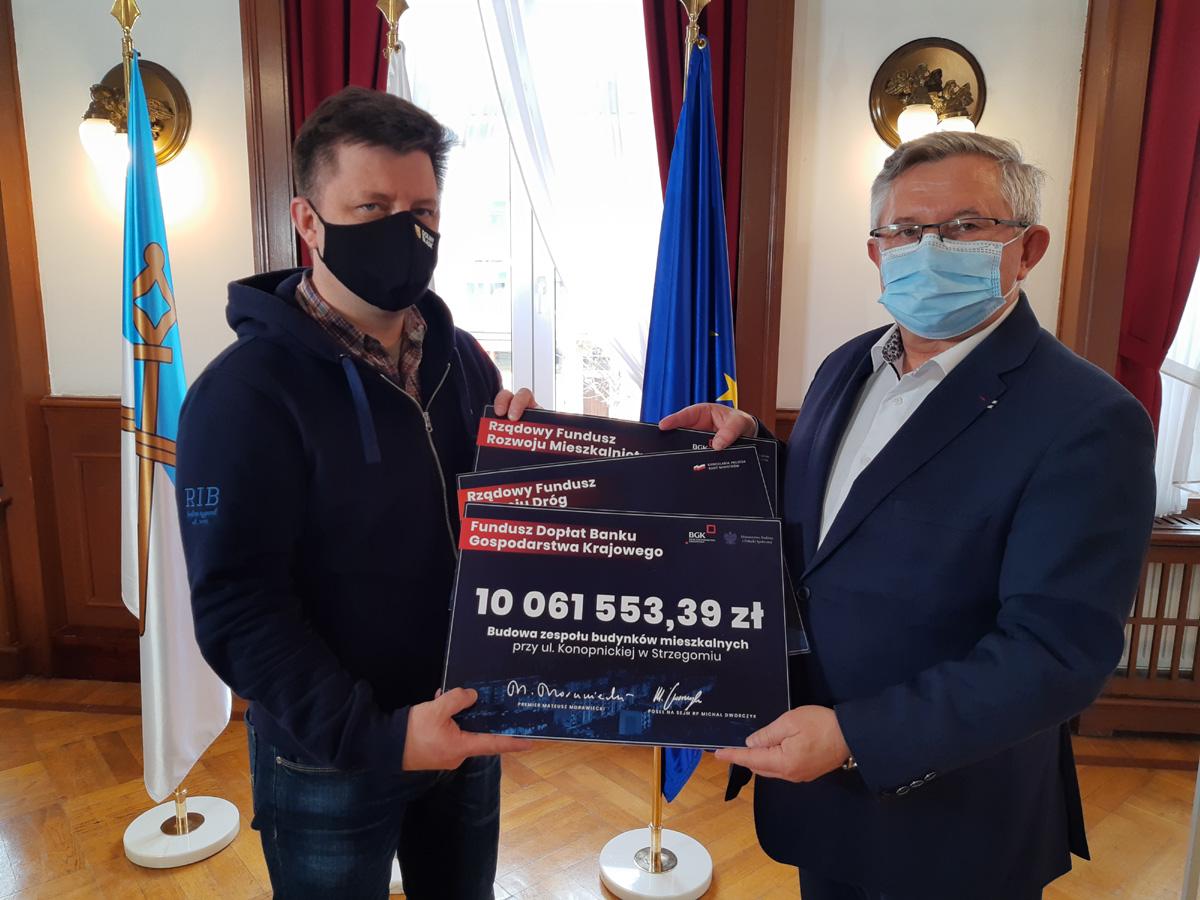 Minister Dworczyk wręczył trzy promesy na łączną kwotę ponad 16 mln zł [FOTO]