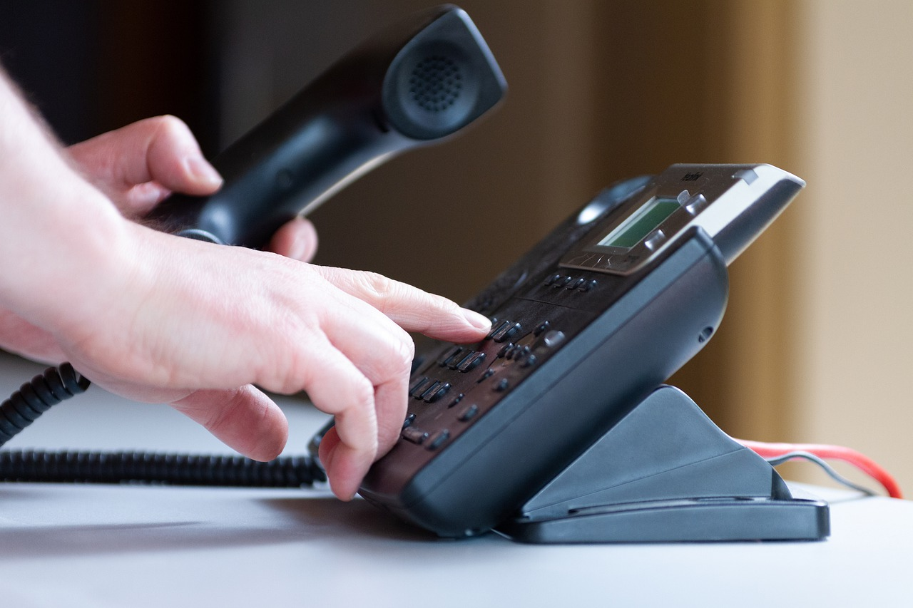 Seniorzy - seniorom pomagają przez telefon!