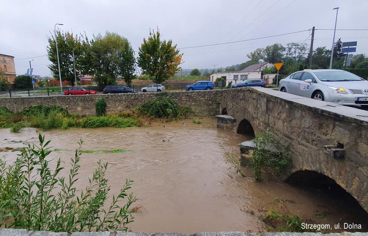 Ulewy i ryzyko podtopień w gminie Strzegom [FOTO]