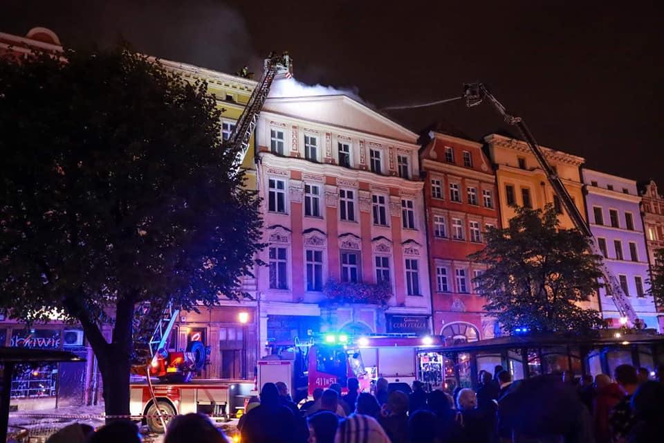 Pożar kamienicy na świdnickim Rynku [FOTO+VIDEO]