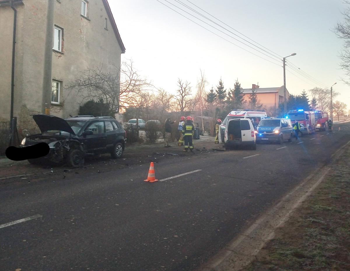 Zderzenie osobówek w miejscowości Bartoszówek [FOTO]