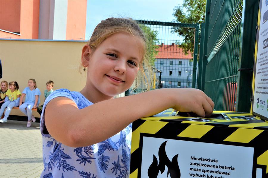 Proekologiczne, czarno-żółte skrzynki w gminie Żarów [FOTO]